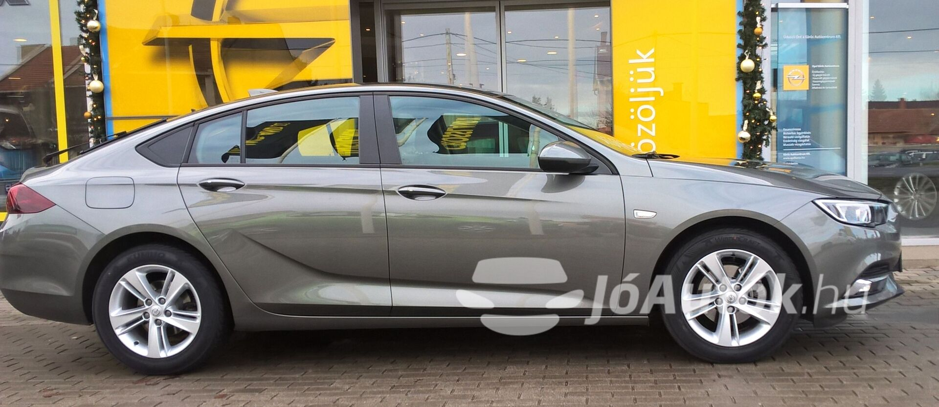 OPEL Insignia Grand Sport 1.5 Edition Start/Stop - jobb oldala